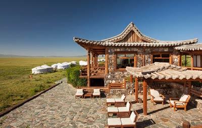Three Camel Lodge in Gobi, luxury yurt